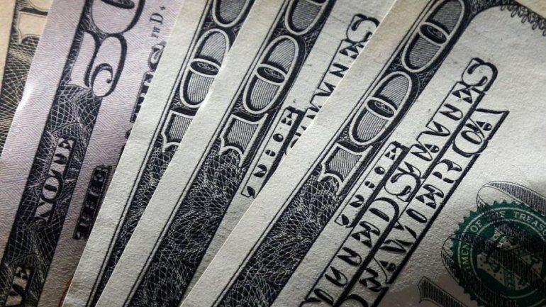 El dólar baja a contramano de lo que pasa en la región