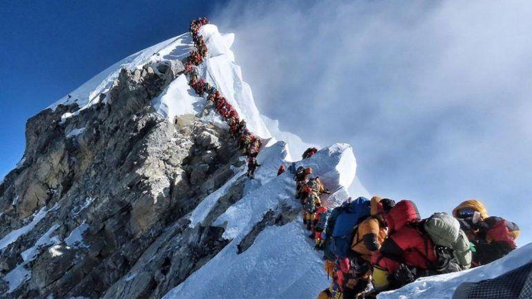 La nieve del Everest se derrite y aparecen más de 100 cadáveres y toneladas de basura