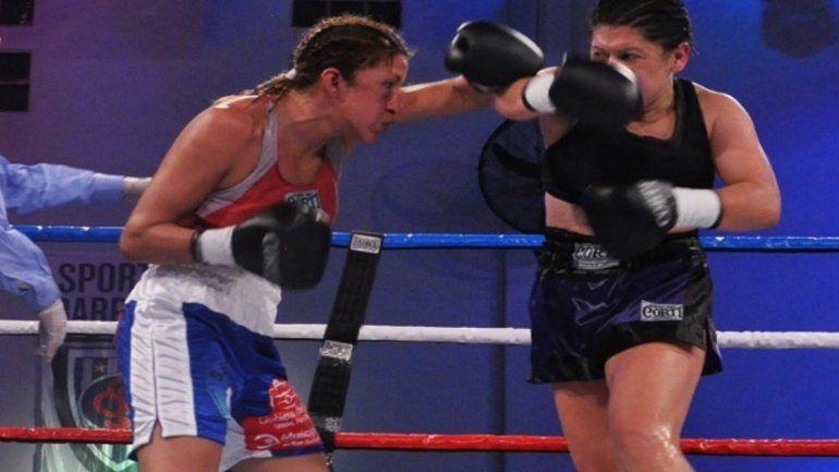 Julieta Cardozo venció a Rasjido y obtuvo el cinturón Gallo