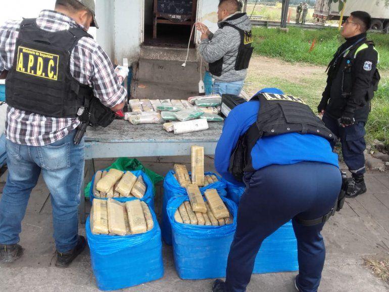 Pampa Blanca: detienen a una pareja con 150 kilos de hojas de coca