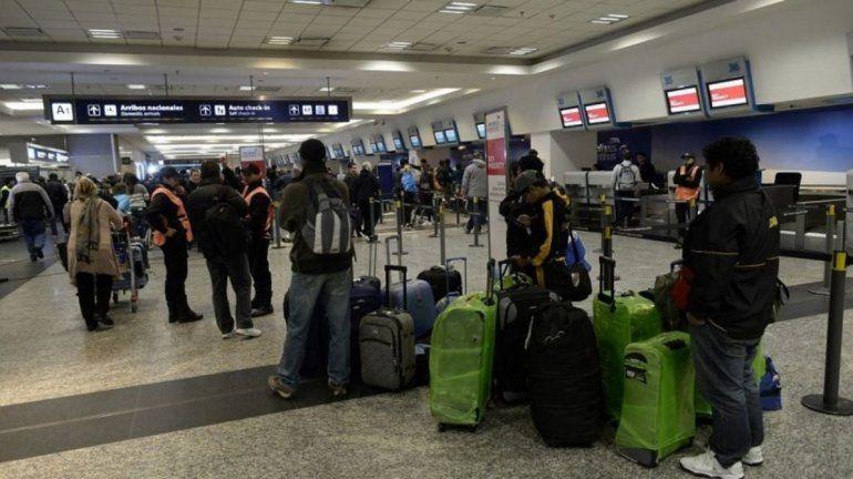 Demoras y cancelaciones en Aeroparque: un vuelo a Jujuy despegó dos horas tarde