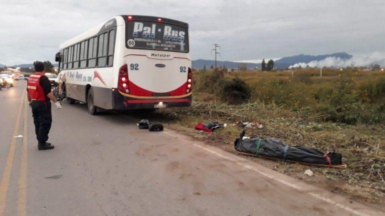 Un motociclista murió al ser atropellado por un colectivo en la colectora de la ruta 66