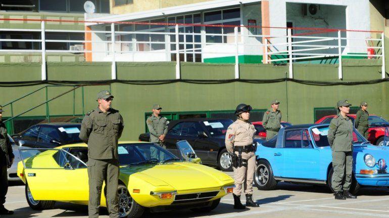 Madero Center: Gendarmería secuestró 38 autos clásicos y deportivos de alta gama