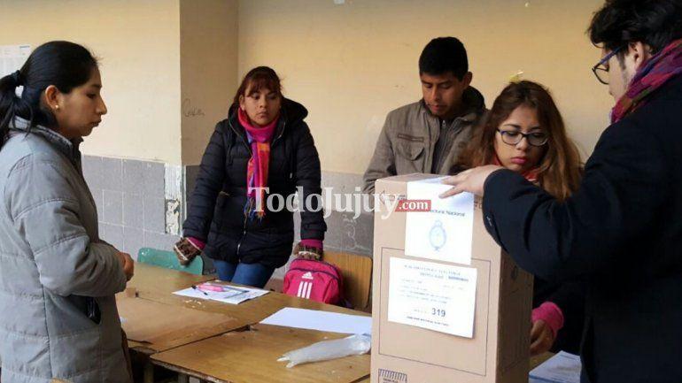 Los jujeños van a las urnas para elegir gobernador