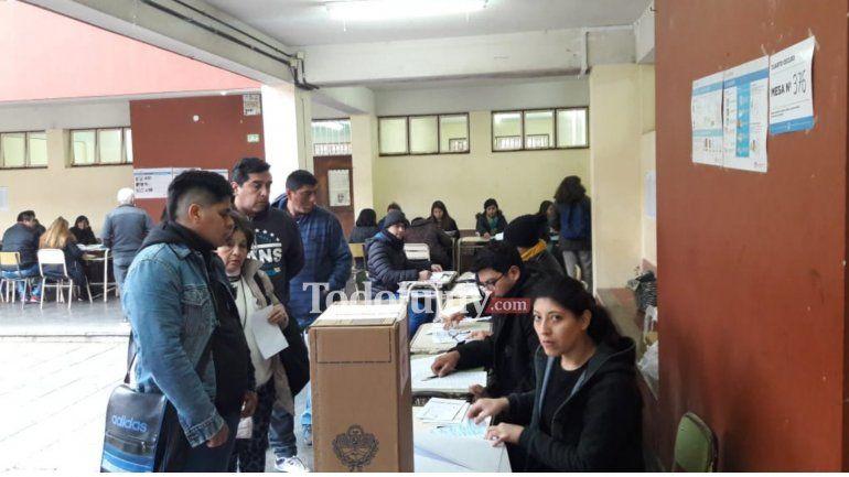 Con algunas demoras se abrieron las escuelas y Jujuy ya vota