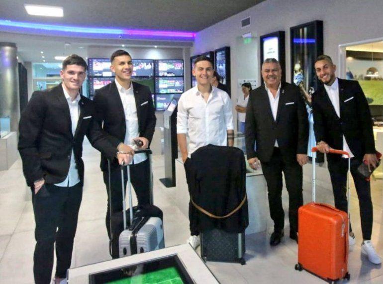 Saco, chupín y zapatillas: el look oficial de la Selección Argentina