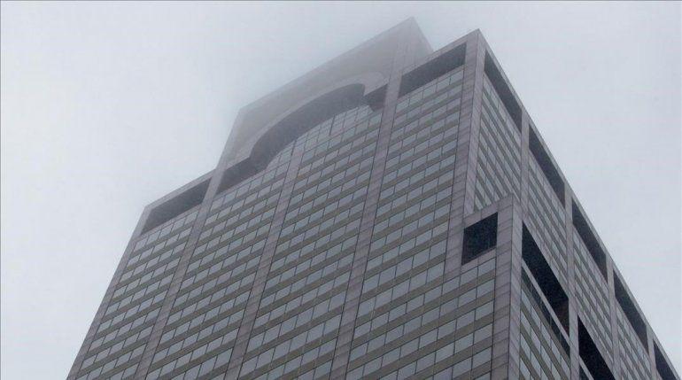 Estados Unidos: un helicóptero se estrelló contra un edificio en el centro de Manhattan