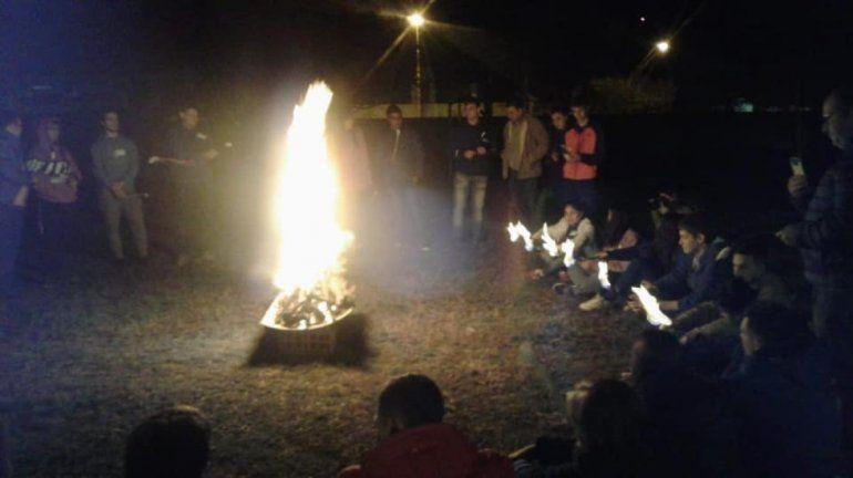 Afirman que la imagen de la Virgen apareció en las llamas de un fogón de Pentecostés