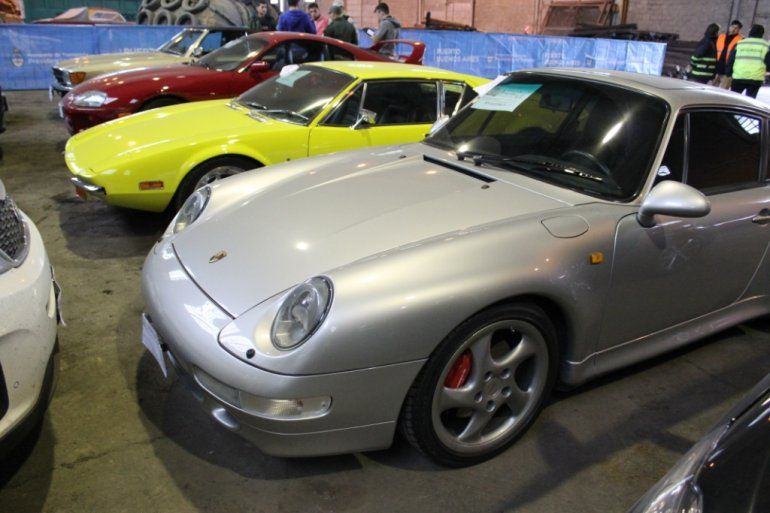 Los autos de alta gama secuestrados por la causa por lavado ya están en los depósitos de Aduana