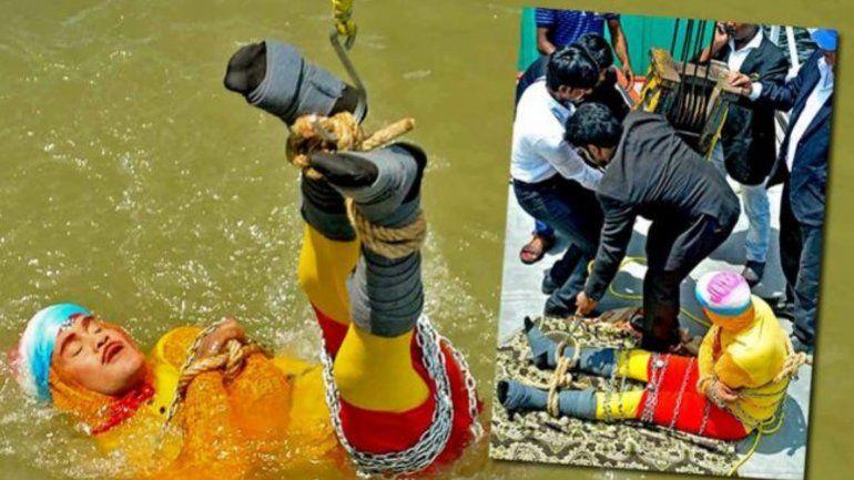 En pleno truco de ilusionismo, un mago desapareció en el río Ganges