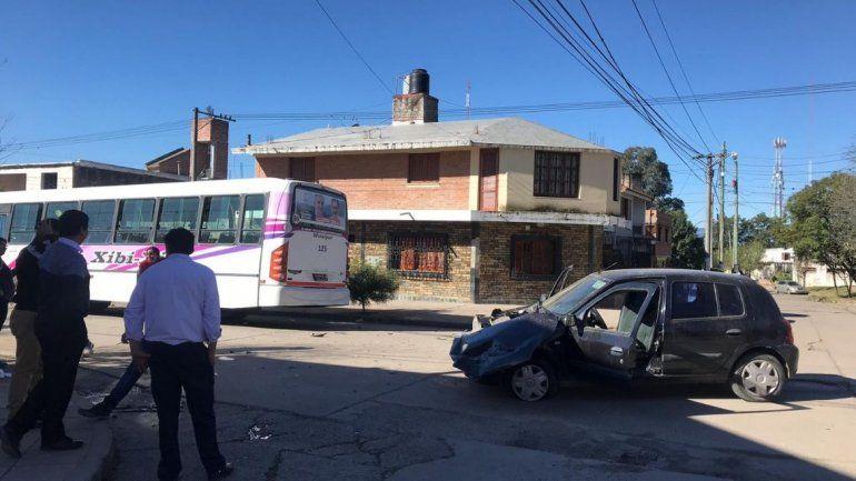 Cuando vi el colectivo ya lo tenía encima: una mujer chocó en Cuyaya y su auto quedó destrozado