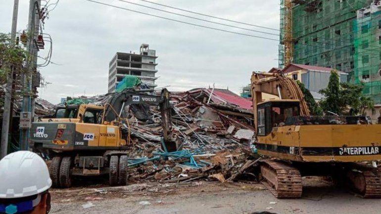 Derrumbe de un edificio en Camboya deja a 28 muertos y 26 heridos