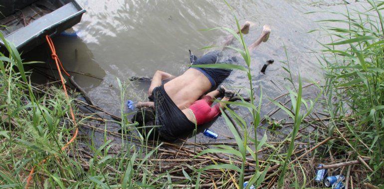 La foto que conmueve al mundo: padre e hija inmigrantes murieron intentando entrar a EEUU