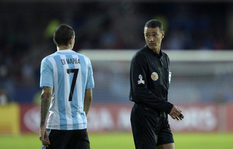 Enojo por el árbitro que estará en Argentina-Venezuela por la Copa América