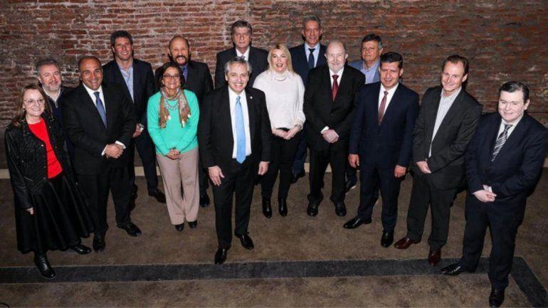 Alberto Fernández almorzó con trece gobernadores peronistas y organiza la campaña