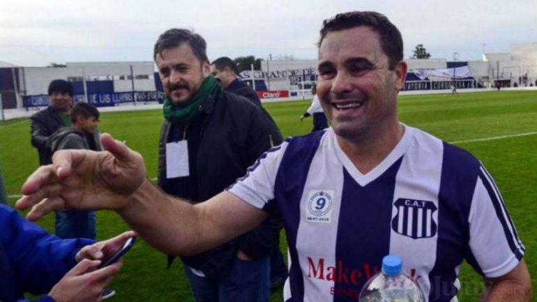 Piden la captura internacional de un ex futbolista argentino por pasar camionetas robadas a Bolivia