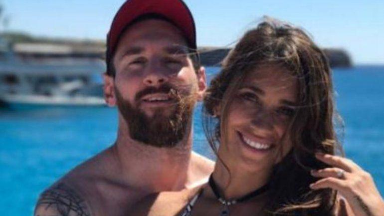 Cuerpazos al sol: la foto de Messi y Antonela en bikini en la playa la rompe en Instagram