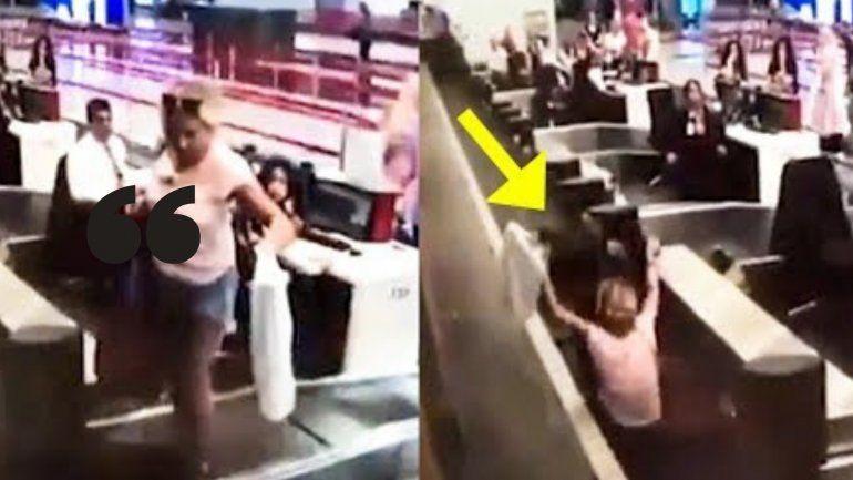 Insólito: Se subió a la cinta del equipaje pensando que la llevaría hasta el avión