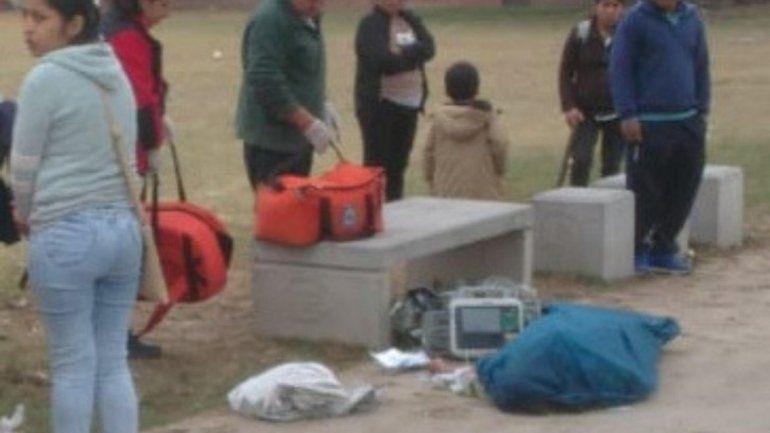 Una mujer se desvaneció y murió en la calle