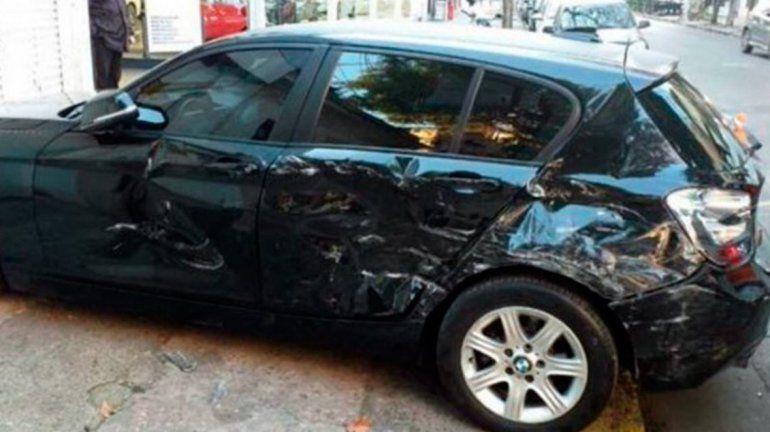 Encontró a su marido con otra mujer, lo persiguió y le chocó seis veces la camioneta BMW