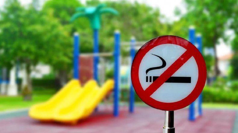 Salta: prohibirán fumar en parques y plazas para cuidar la salud de los niños