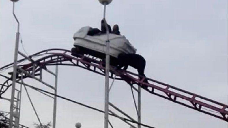 Pánico en La Pampa: dos mujeres quedaron varadas en una montaña rusa