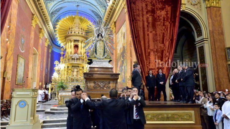 El Señor y la Virgen del Milagro: en Salta comenzó la visita de los fieles