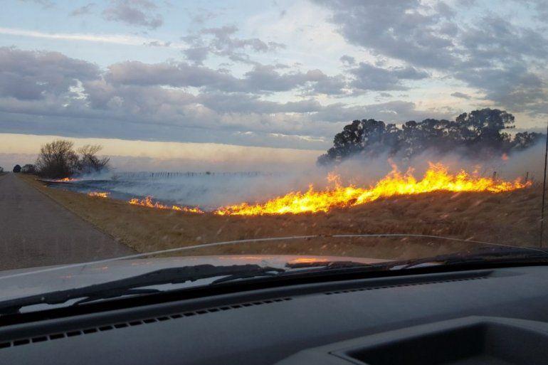 Multarán a quienes prendan fuego al costado de la ruta: pagarán hasta 50 mil pesos