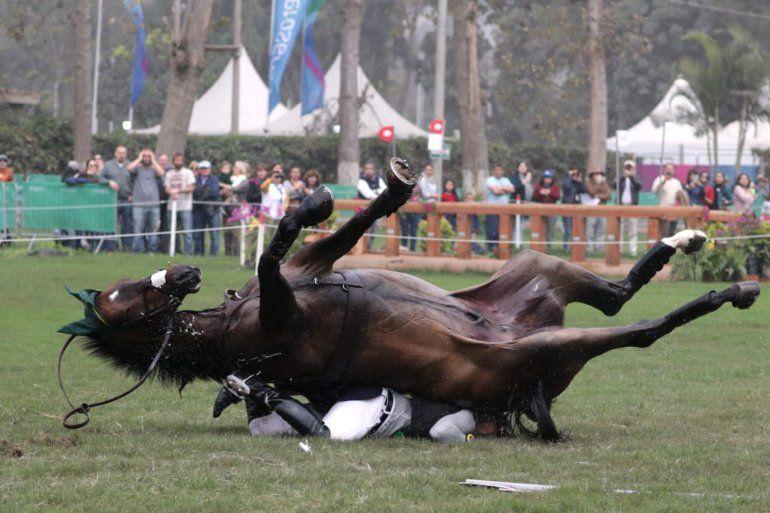 ¡Impactante accidente en los Panamericanos! Un jinete fue aplastado por su caballo durante la prueba de equitación