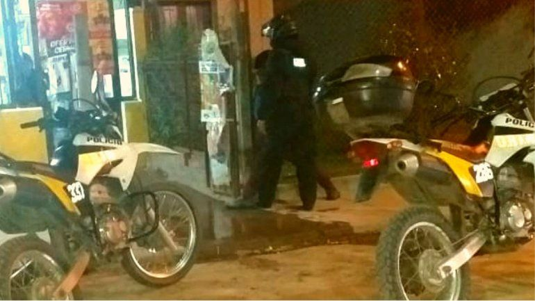 Se emborrachó y salió en moto a robar una despensa de Bajo La Viña