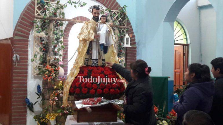 Pan y trabajo: cientos de fieles comenzaron con los pedidos a San Cayetano