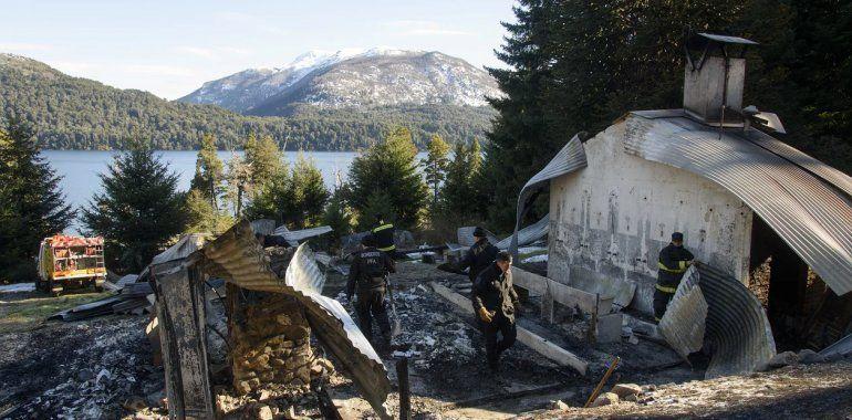 Queman tres cabañas cerca de Bariloche y vuelven a apuntar a los mapuches de la RAM