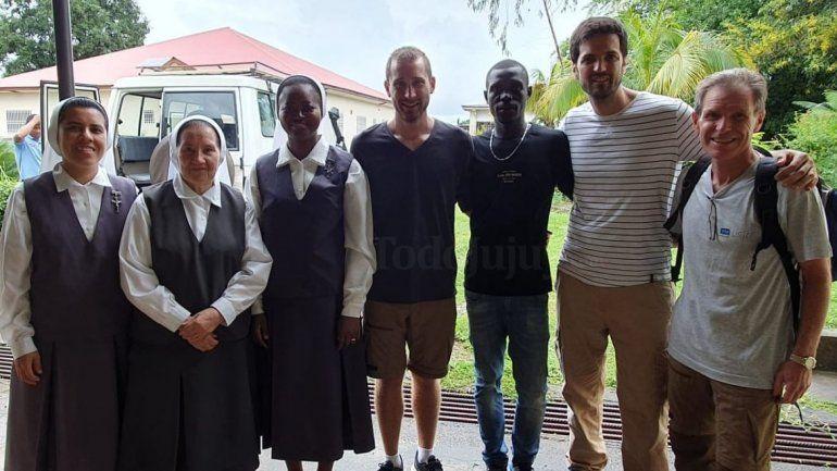 Unas vacaciones diferentes: un médico jujeño viajó a África para operar y atender pacientes