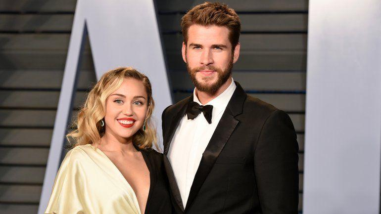Miley Cyrus habría dejado a Liam Hemsworth por una chica