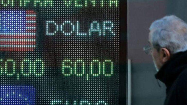 El tipo de cambio de equilibrio es un dólar por lo menos a $70, según explica un economista