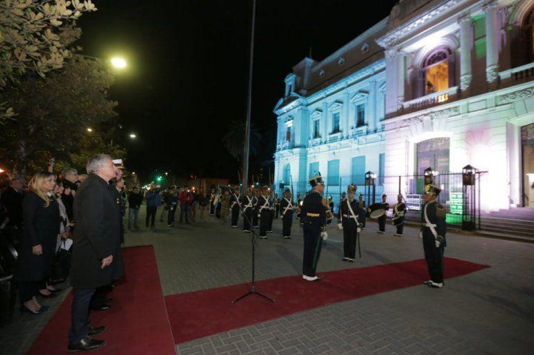 Conmovedor cambio de Guardia de Honor de la Bandera de la Libertad Civil