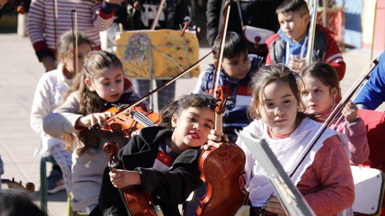 Las orquestas de la Escuela Escolástico Zegada se presentan en el Cine Select