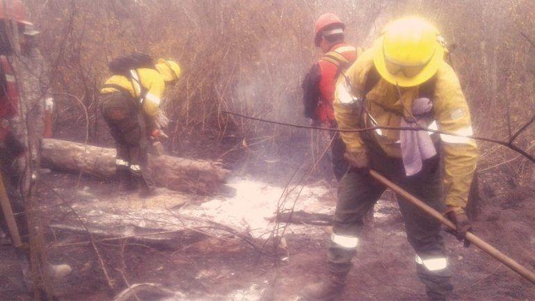 Con la ayuda de bomberos jujeños, se extinguió uno de los incendios de Santa Cruz de la Sierra