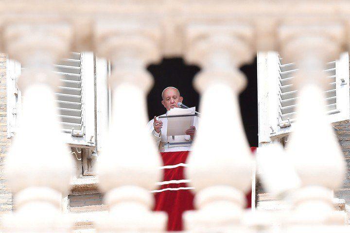 El Papa Francisco se quedó encerrado en un ascensor