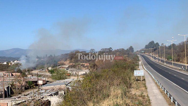 Quema de pastizales y humo en ruta, una conjunción peligrosa