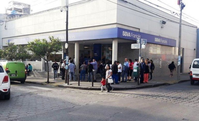 En Jujuy algunos bancos extienden su atención hasta las 15