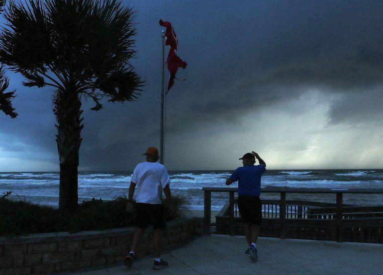 El Huracán Dorian arrasó con Bahamas y se enciende la alarma en Florida