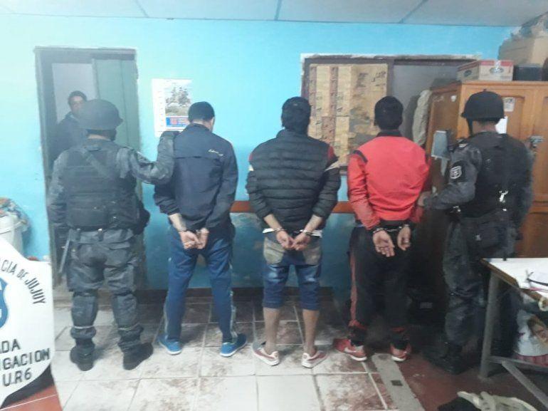 Detienen a 5 policías por la fuga de los presos en la comisaría de Mariano Moreno