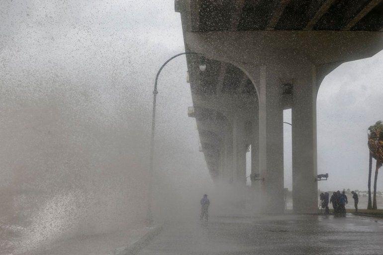 Aumentó a categoría 3 el huracán Dorian y generó destrozos en varias localidades de los EE.UU.