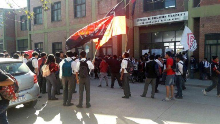Estudiantes de la EET N° 2 tomarán el establecimiento pidiendo más seguridad en la zona