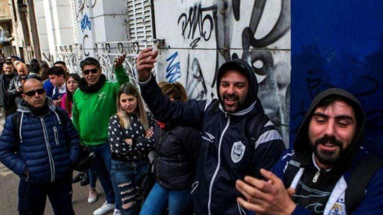 El fenómeno Maradona llega a La Plata: seguí en vivo el entrenamiento con el 10