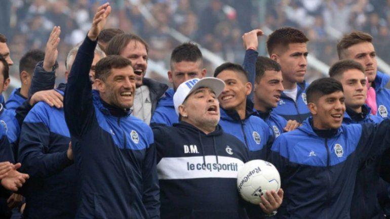 Maradona fue presentado en Gimnasia de La Plata: Yo no soy ningún mago, a mí me gusta trabajar