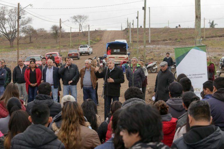 El gobierno entregó lotes a 147 familias en el Bº Alto Comedero