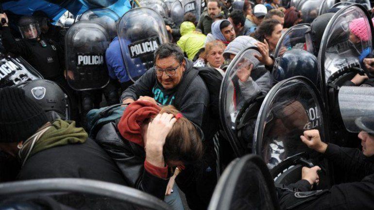 Acampe en 9 de Julio: enfrentamiento entre la Policía y los piqueteros