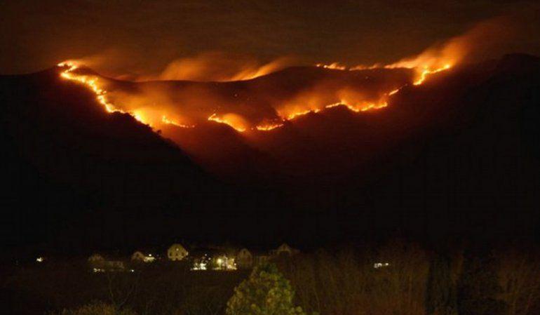 El incendio forestal avanza en Córdoba y obliga a evacuar a 60 personas de un pueblo